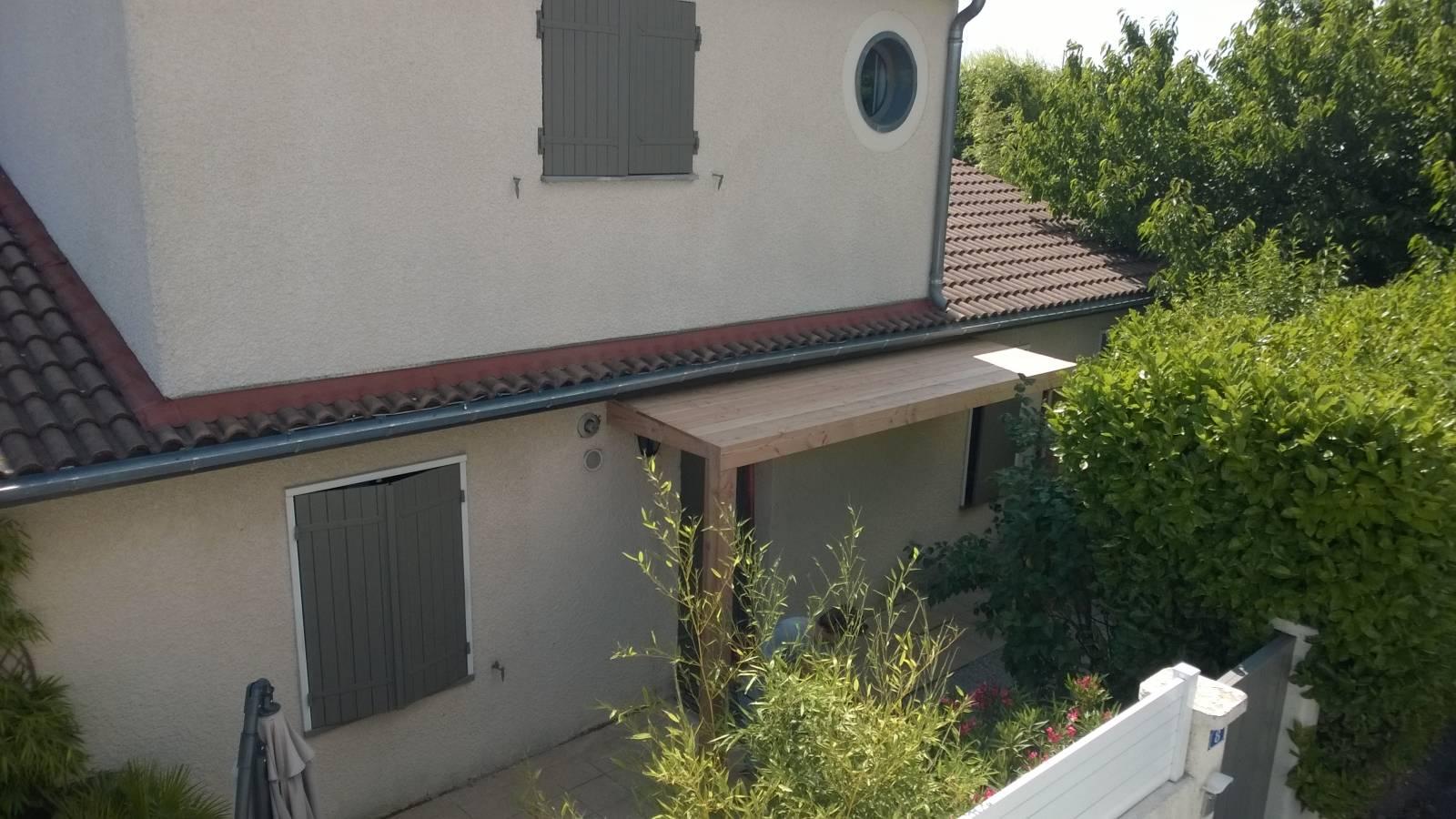 Auvent maison moderne avant porte auvent pour votre for Auvent maison permanent